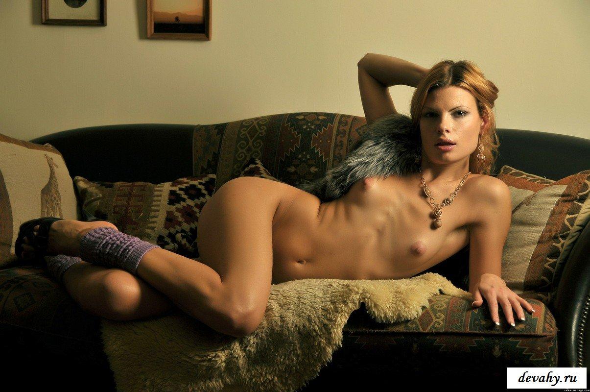 Хорошенькая блондинка в своей квартирке