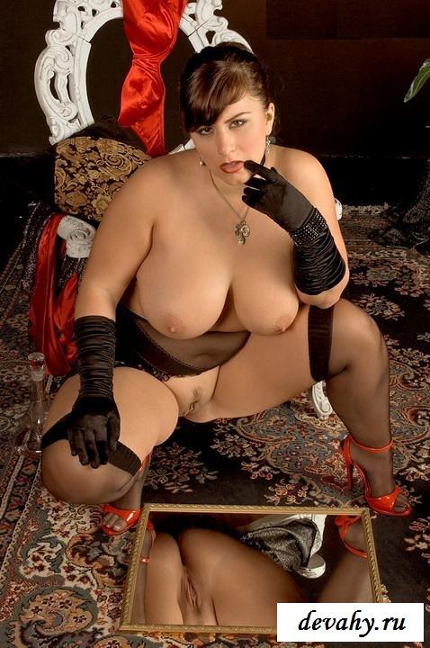 Девушка пышка с огромной жопой