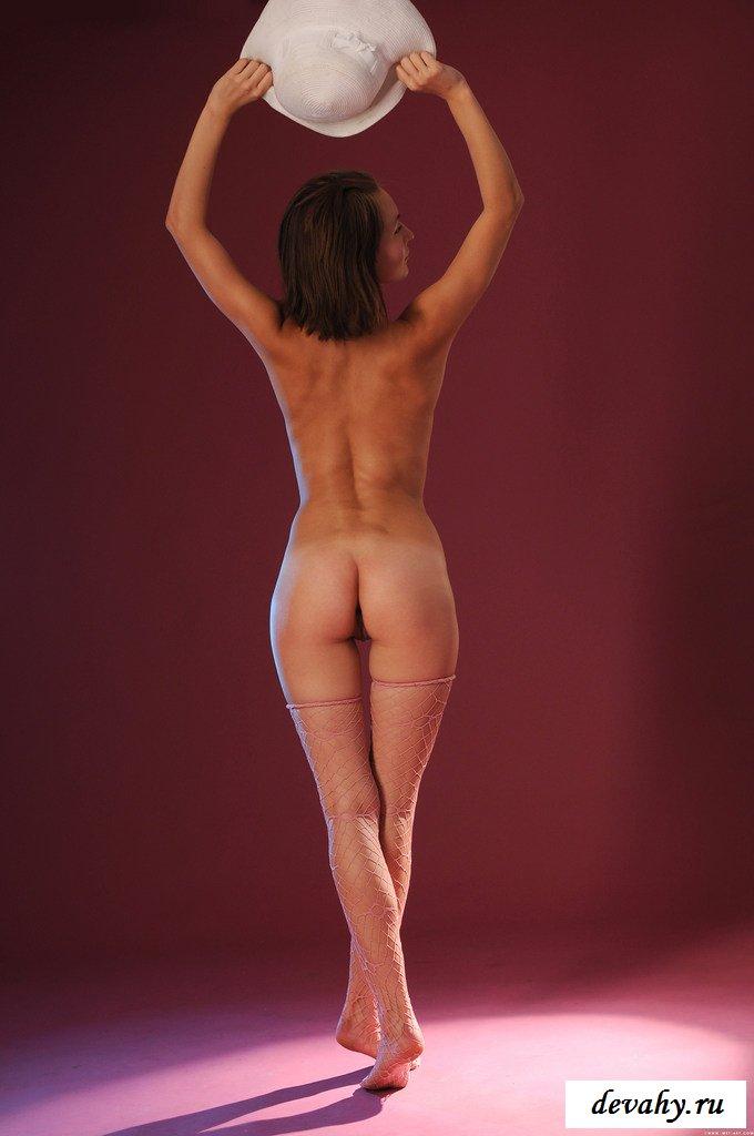 Учительница тоже желает фоткаться голенькой секс фото