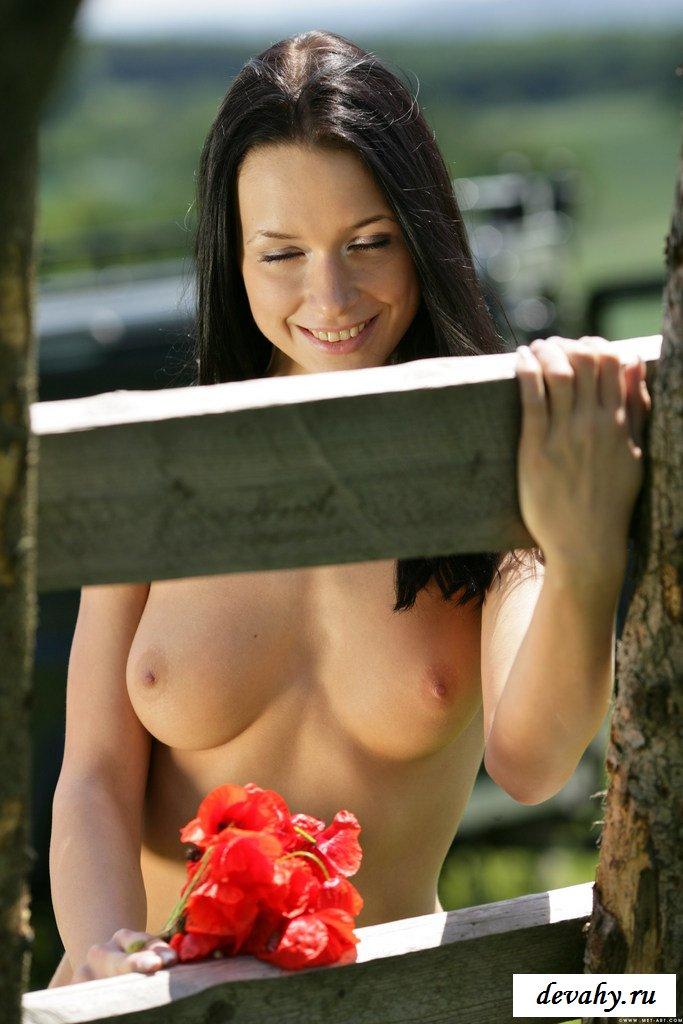 Трусы мешают красотке секс фото