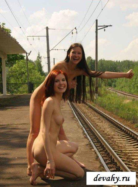 Русские красавицы гуляют голыми