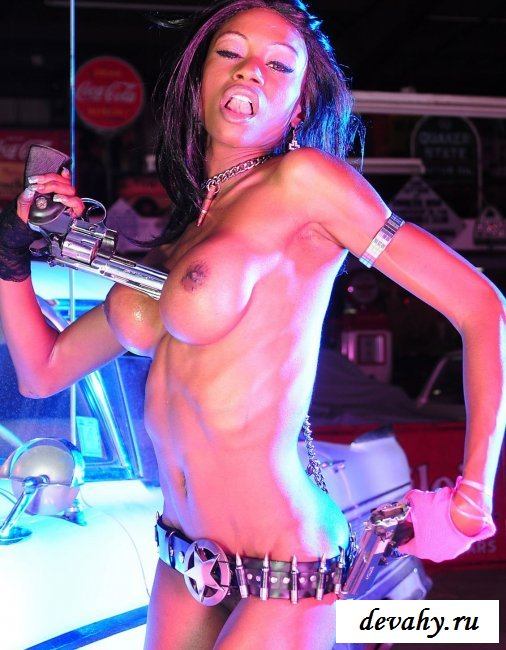 Черная барби с оружием секс фото