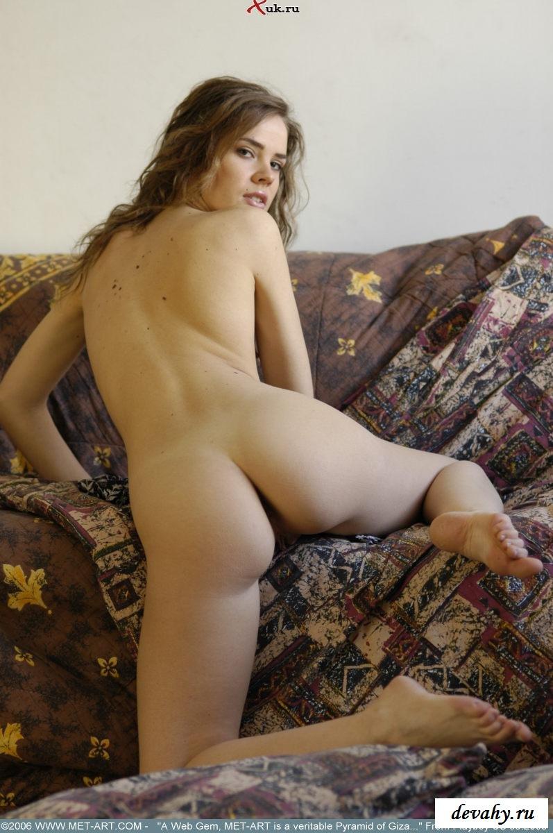 Проститутка раскрепостилась и показала дырочку
