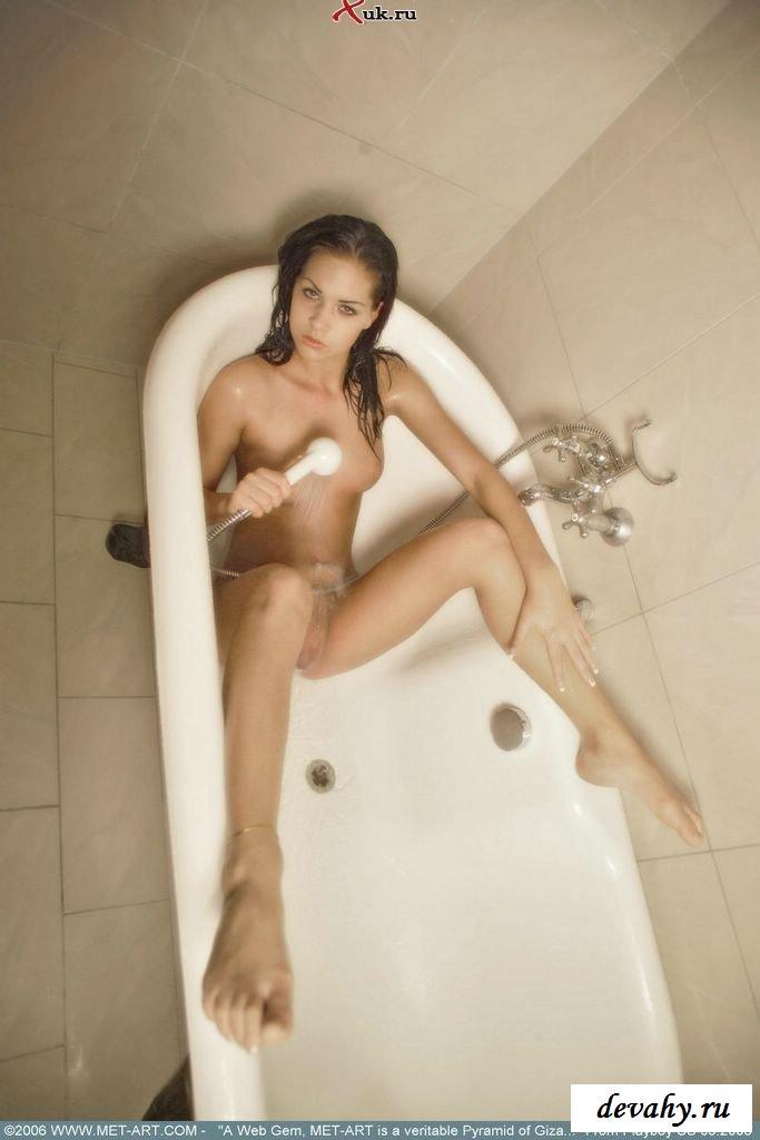 У девушки роскошное мокрое тело