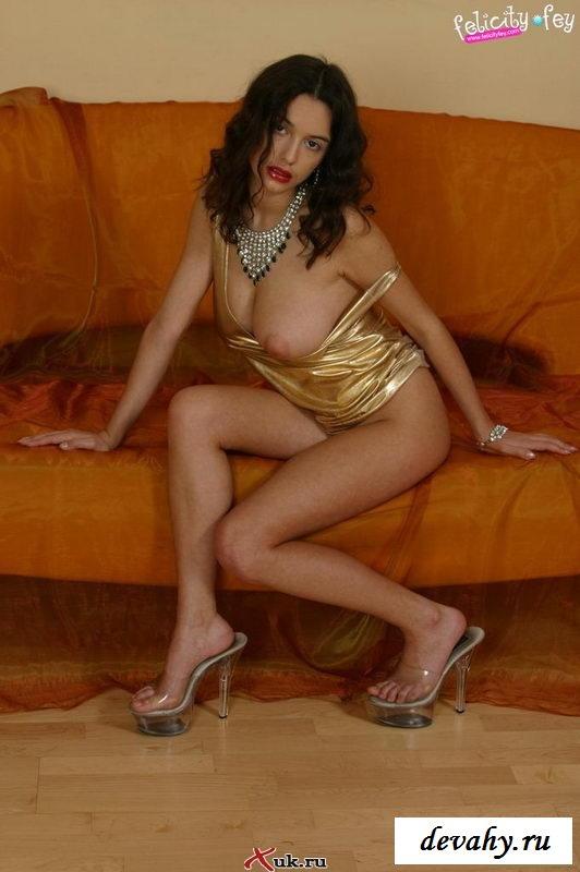 Грудастая армянка очень красива