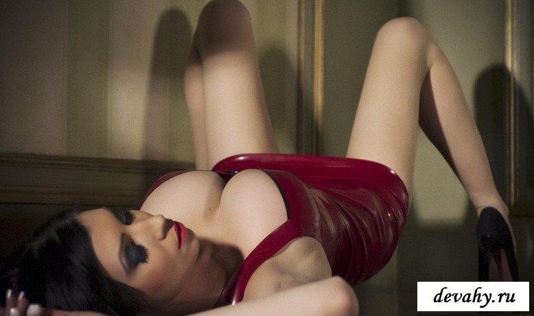Обтягивающий латекс представительницы слабого пола секс фото
