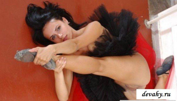 Балерина без нижнего белья