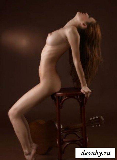 Крупная грудь девки смотреть эротику