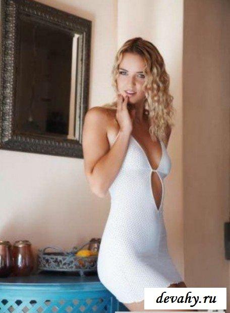 Облегающее платье супермодели