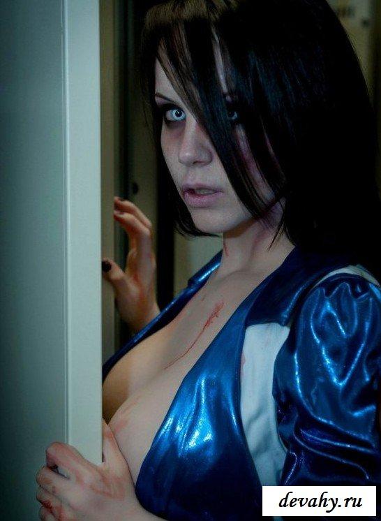 Классная грудь красотки зомби