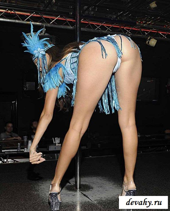 Барышня манит своим танцем