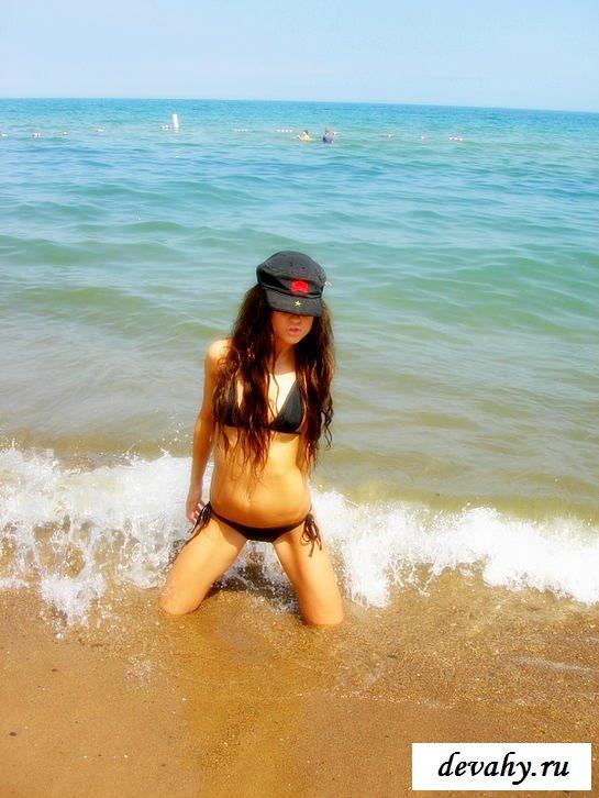 Девочки на пляжах в бикини