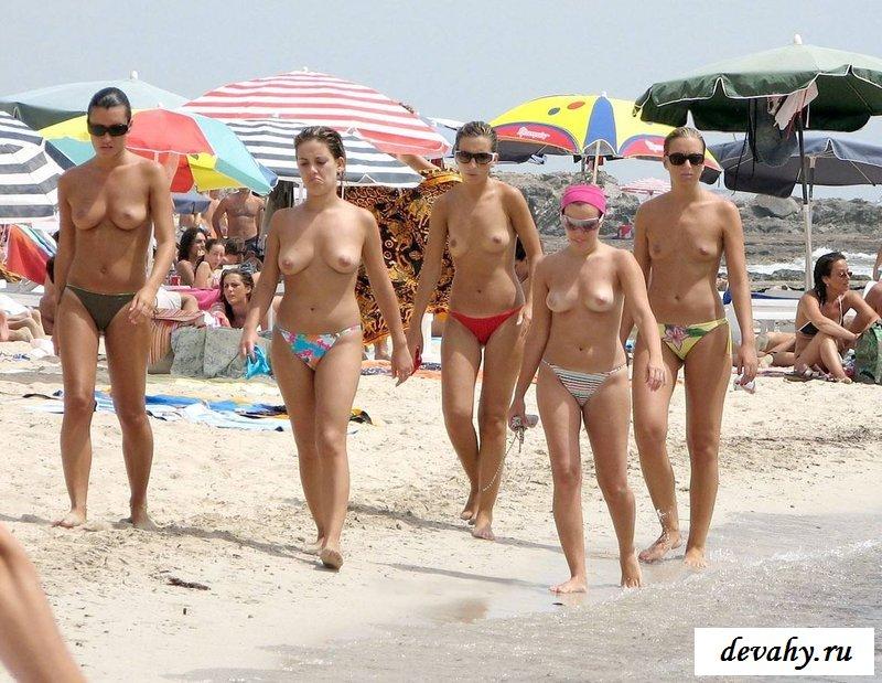 Обнаженные сиси телочек на песке секс фото