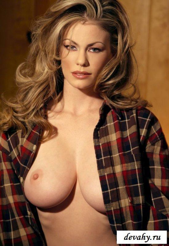 Упитанная тёлка с красивыми формами секс фото