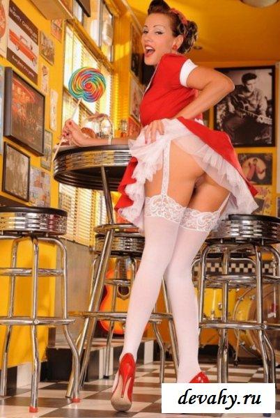 видео онлайн у видно чулки официантки