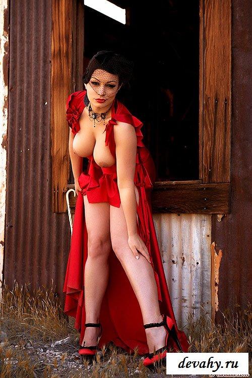 Вечернее платье женщины