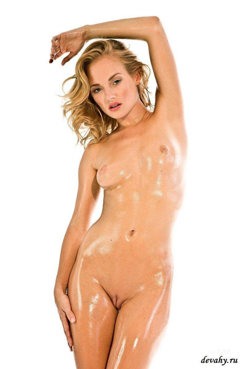 Мокрая киса в сапожках секс фото