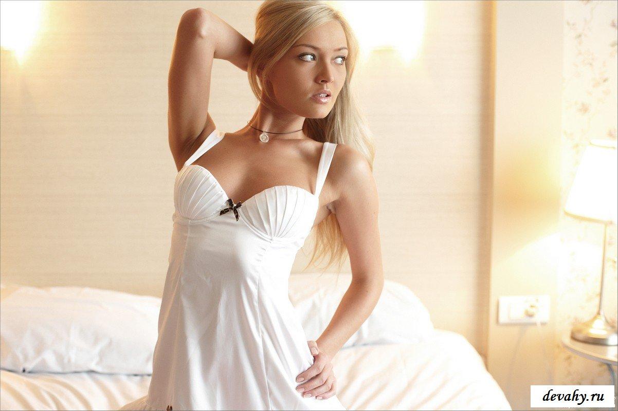 Блондинка как богиня любви секс фото