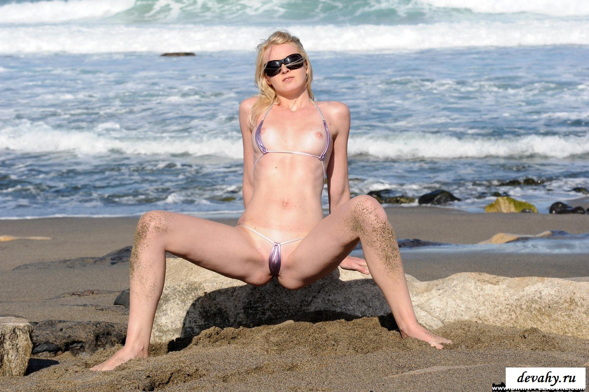 Я заставил девушку на берегу моря раздеться