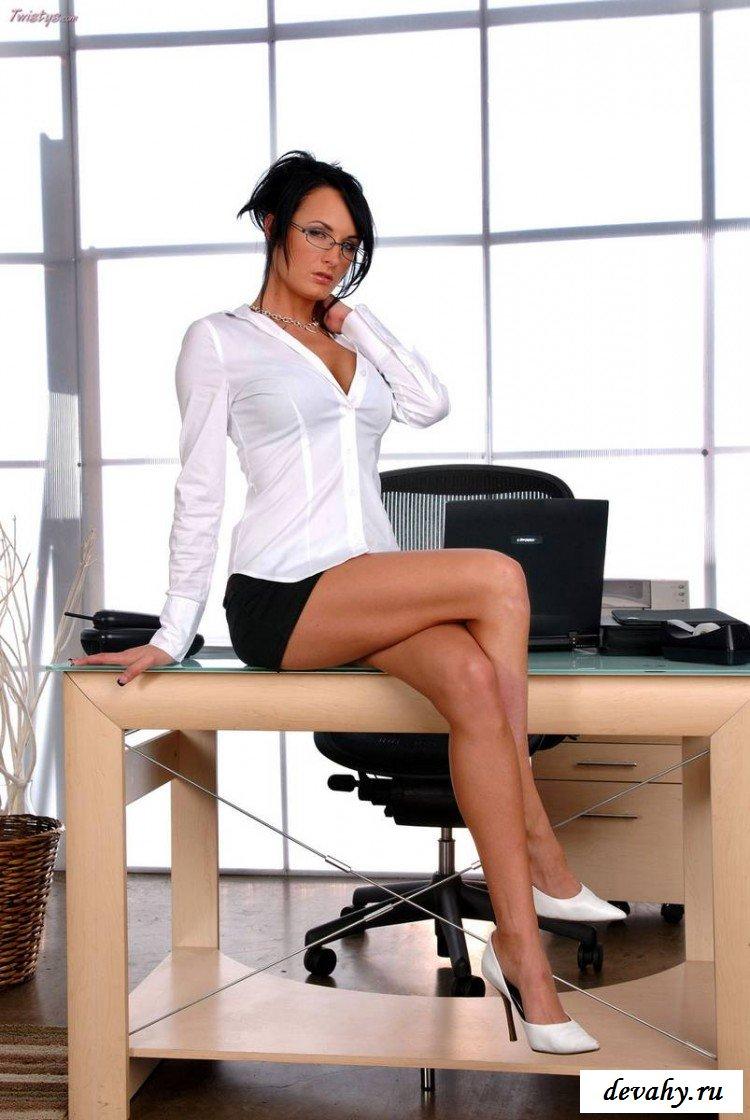 Потрепанная пизда секретарши