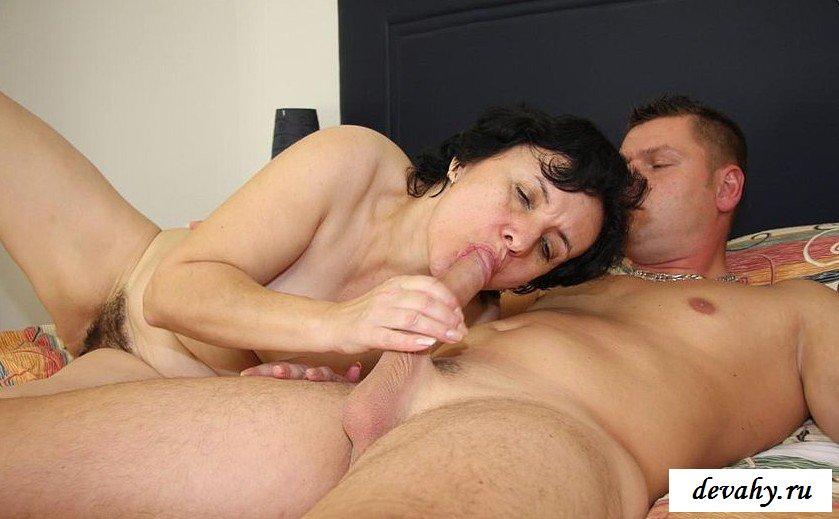 Сынок в инцесте выеб пушистую пилотку матери