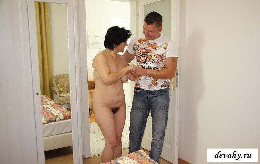 Сынок в инцесте оттрахал мохнатую пизду матери