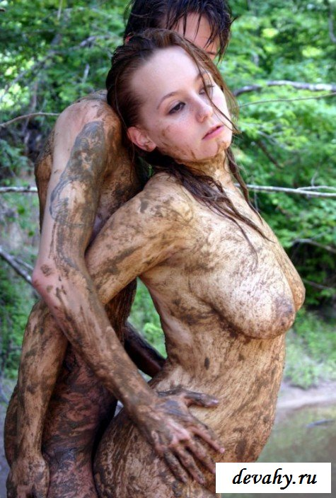 Обнаженка актрисы в грязи