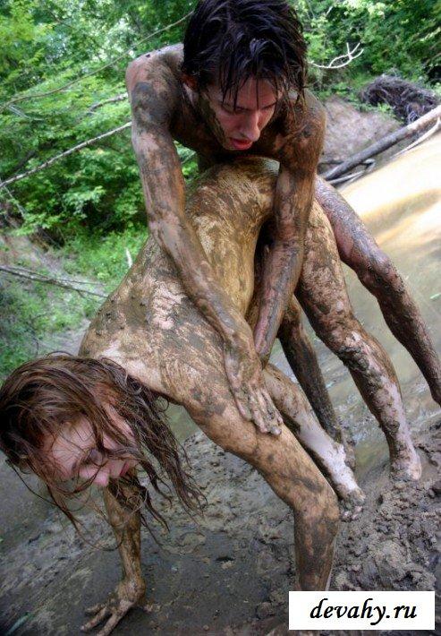 Порнография модели в грязи