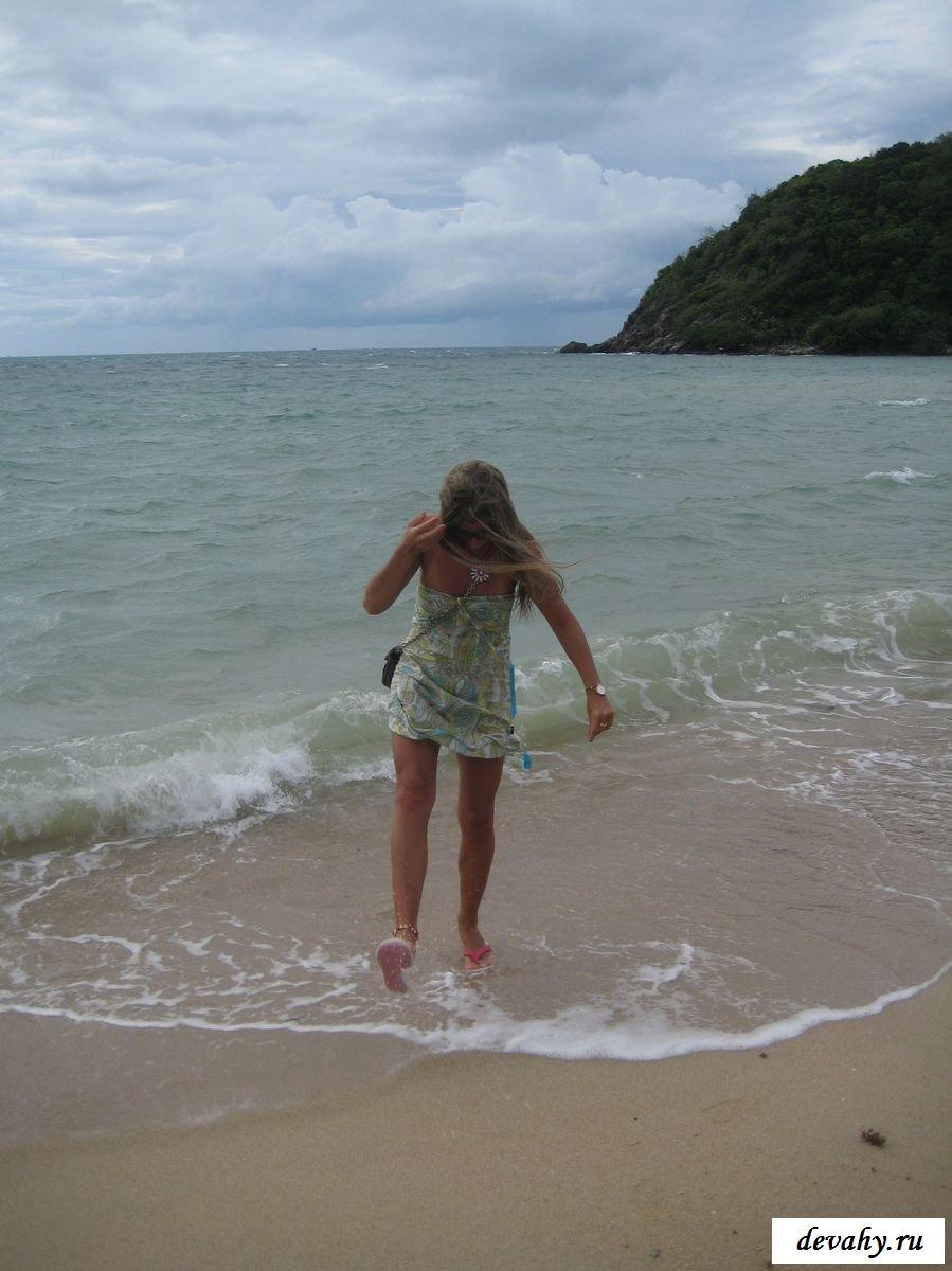 Стриженная пися красотки у моря