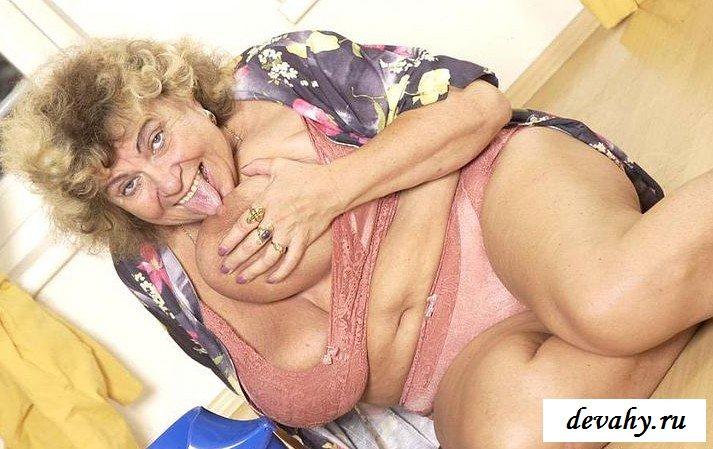 Небритая писька старушки секс фото