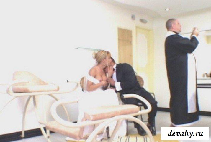Невеста выебала страпоном жениха