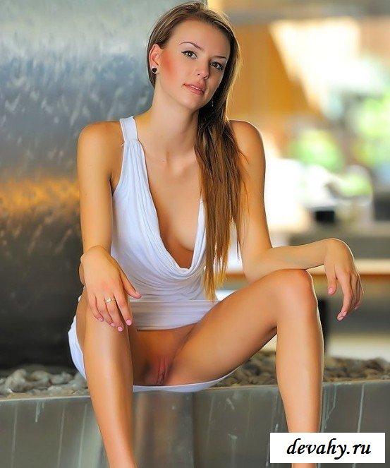 Пилотка модели в пошлом платье