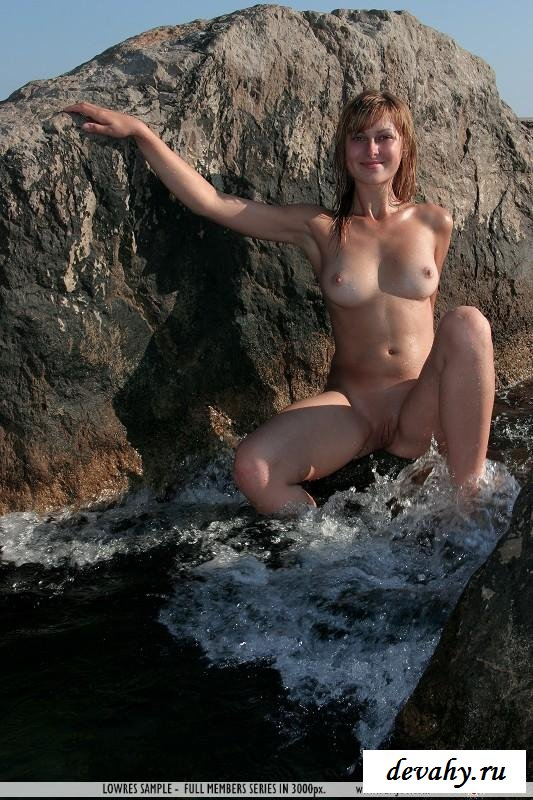 Кобыла приехала купаться раздетой в океане