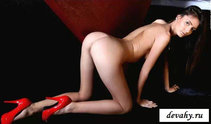 Девка в красном плаще