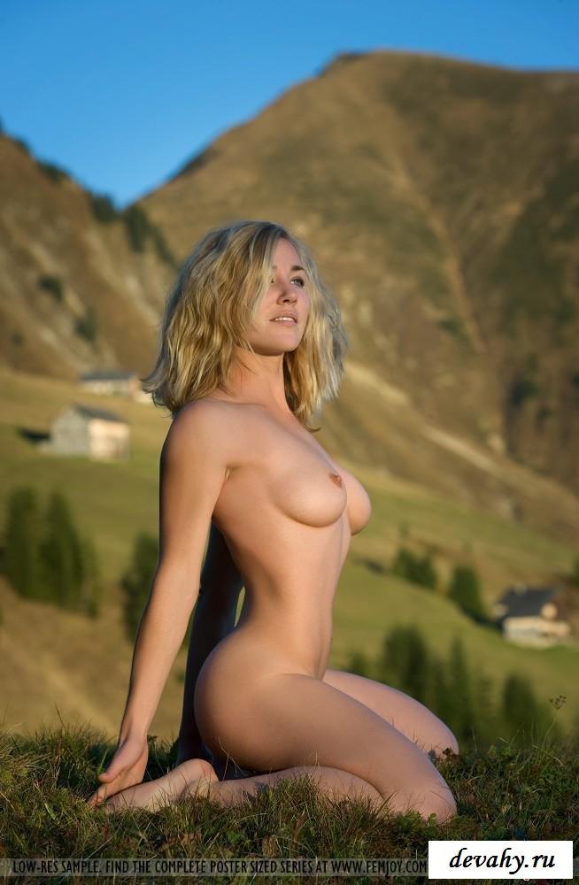 Блонди мечтала о прогулке без нижнего белья секс фото