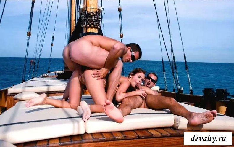 Классная вечеринка на яхте