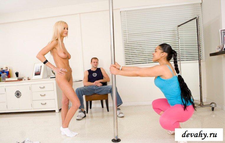Мадам учится танцевать стриптиз