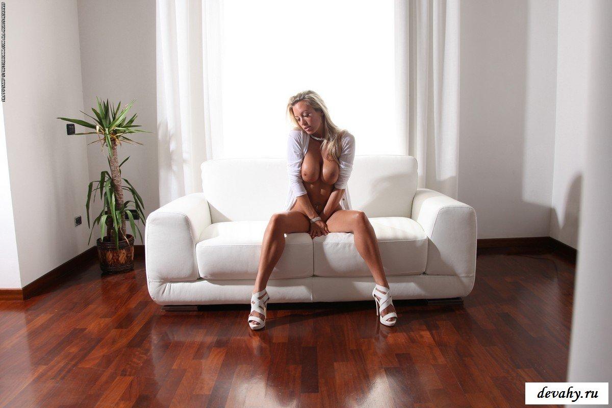 Зрелая белокурая проститутка.