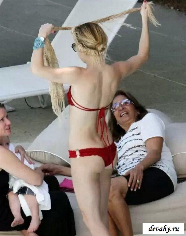 Груди знаменитости Кейт Хадсон