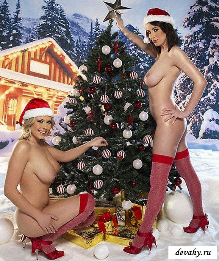 Девки нагими лепят снеговика
