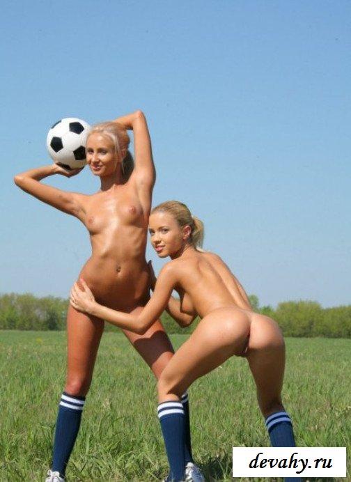 Влагалища тёлок  на футбольном поле (Фото для взрослых)