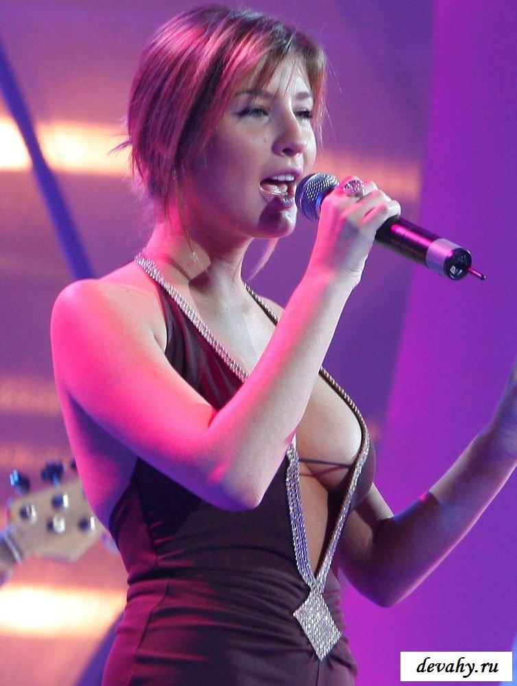 Купные груди знаменитой Кэти Топурия на разных фото смотреть эротику