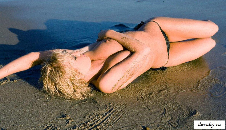 Классные дойки блондинки у моря