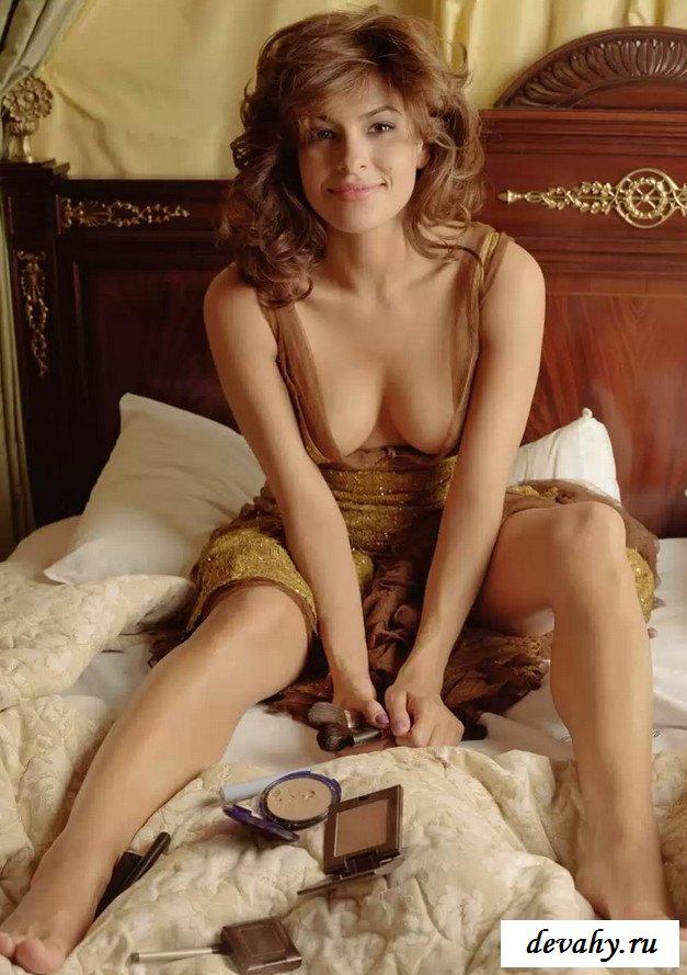 Милая Ева Мендес в рекламе белья