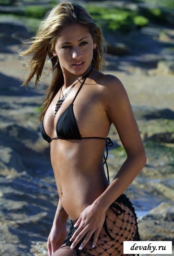 Возбужденная проститутка на пустынном берегу
