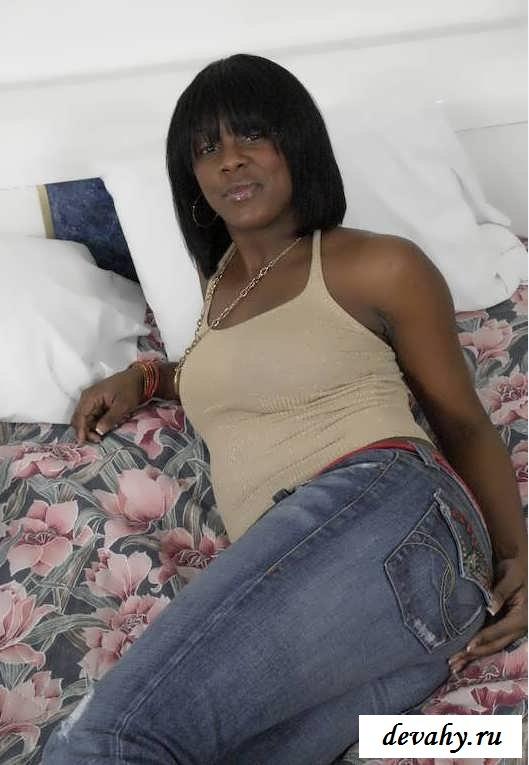 Сексуальная баба в красных трусишках (15 изображений)