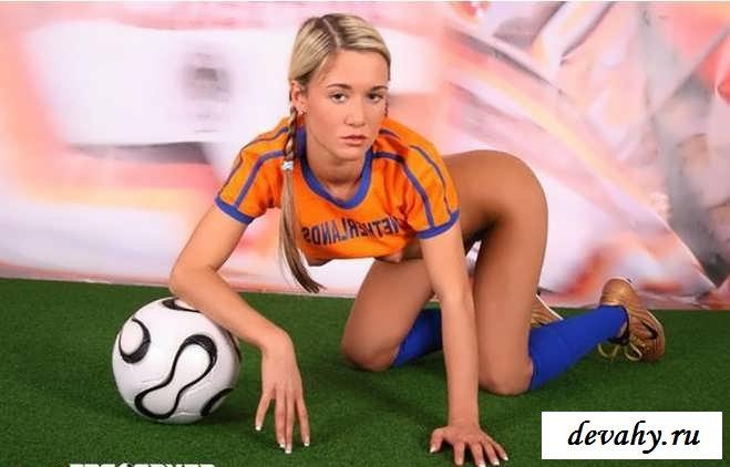 Молоденькая грудь эротичной футболистки
