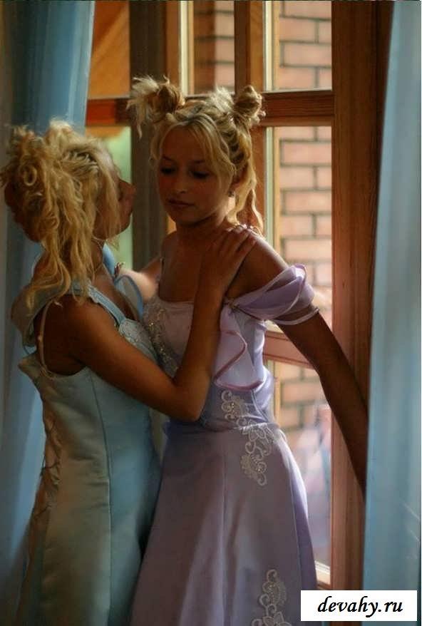 Обнаженные писечки совершеннолетних блондиночек