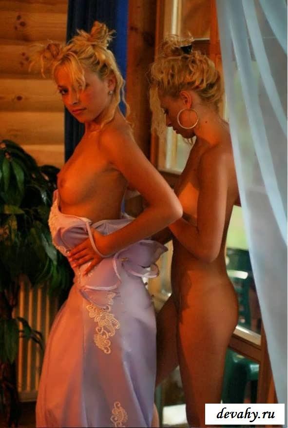 Обнаженные тела симпатичных близняшек