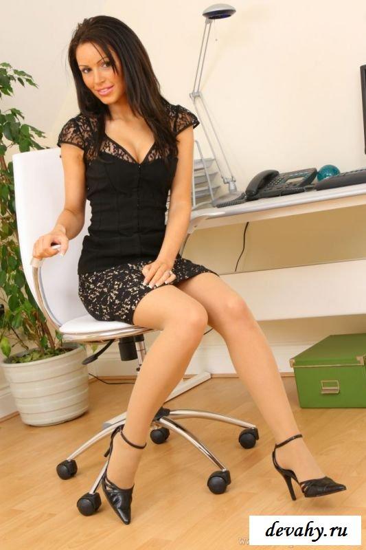 Секретарша на пробах оголила нагую попу (8 фото) секс фото